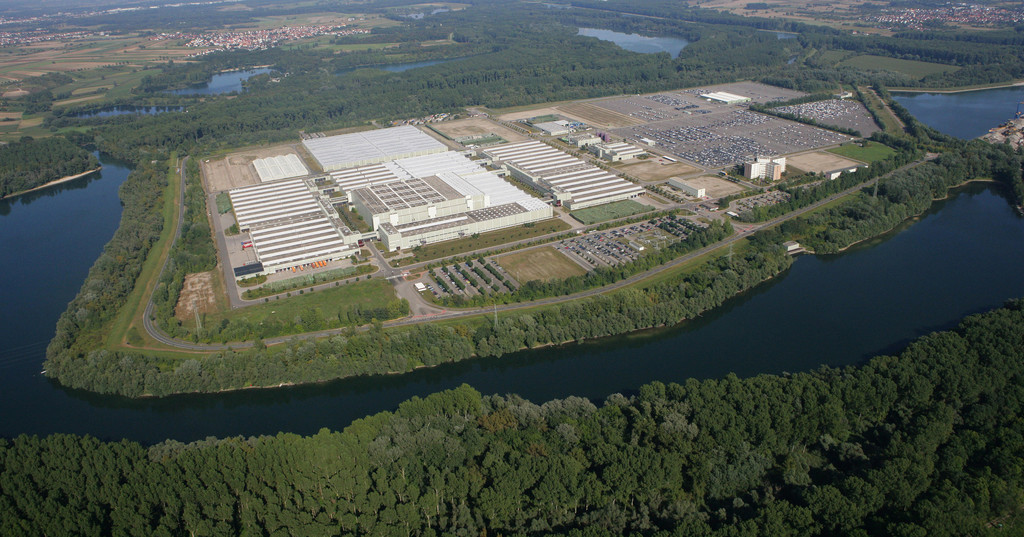Mercedes-Benz Global Logistics Center in Germersheim wird 25