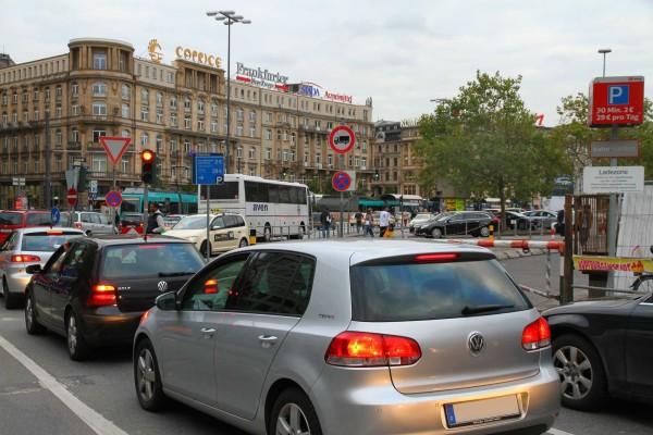 Feinstaub: Umweltschützer klagen Autobauer an