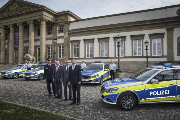 645 Polizeiautos mit Stern