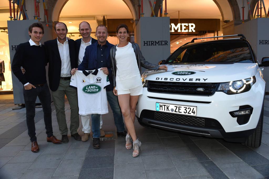 Land Rover mit Polo-Team auf Tour