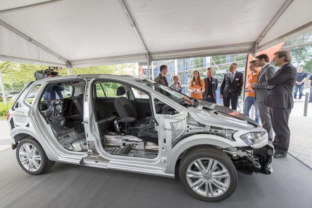 Ideen-Expo 2015: Automobilbau live im größten Klassenzimmer der Welt