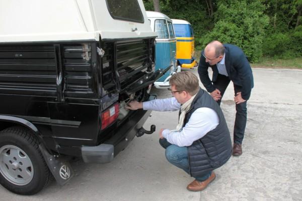 Für das automobile Kulturgut: Bundestagsabgeordnete auf Bulli-Exkursion