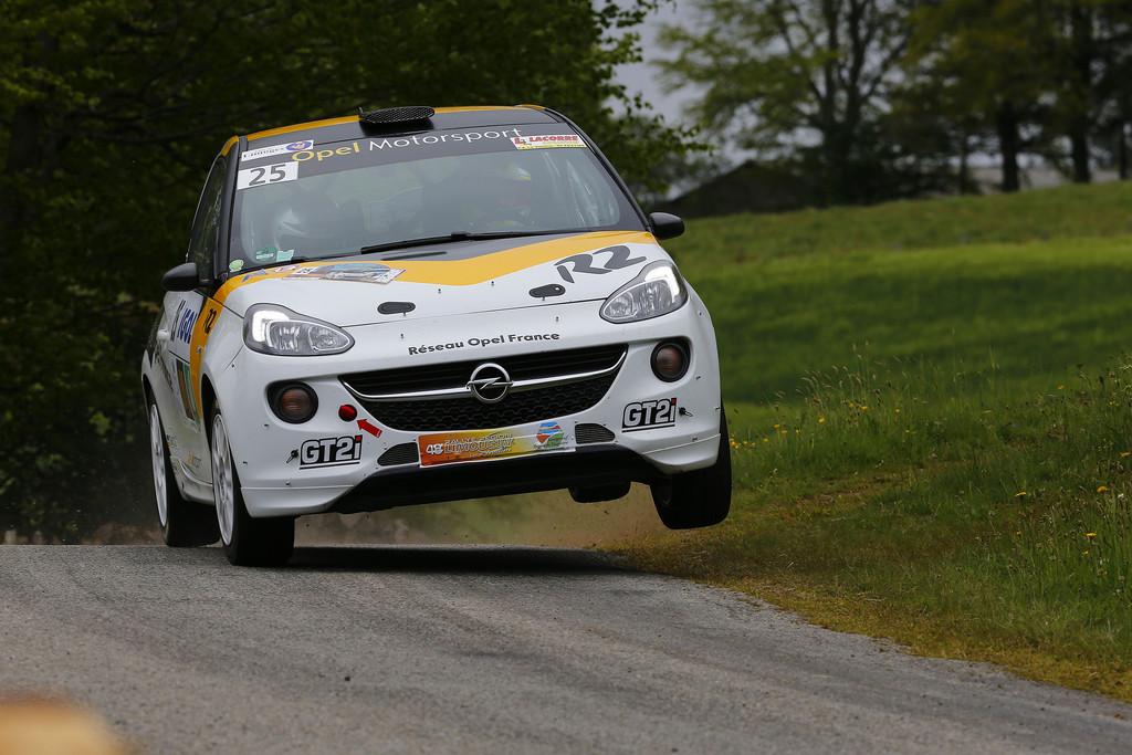 Opel-Bank sorgt für Rückenwind bei Opel-Motorsport