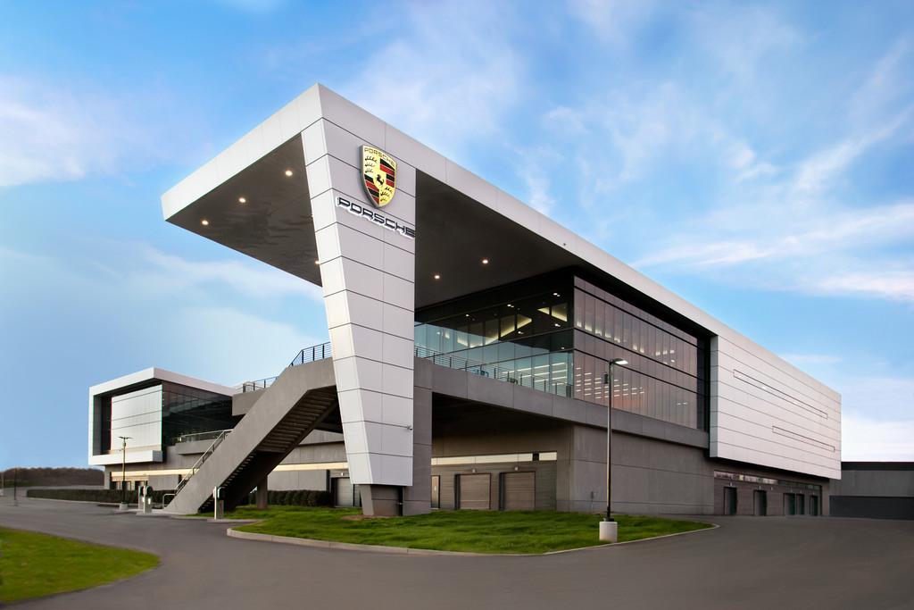 Porsche eröffnet Firmenzentrale in den USA