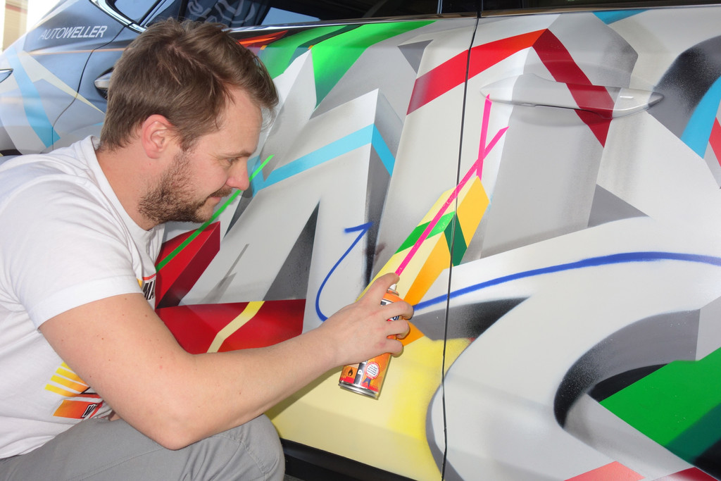 Lexus NX im Graffiti-Kleid