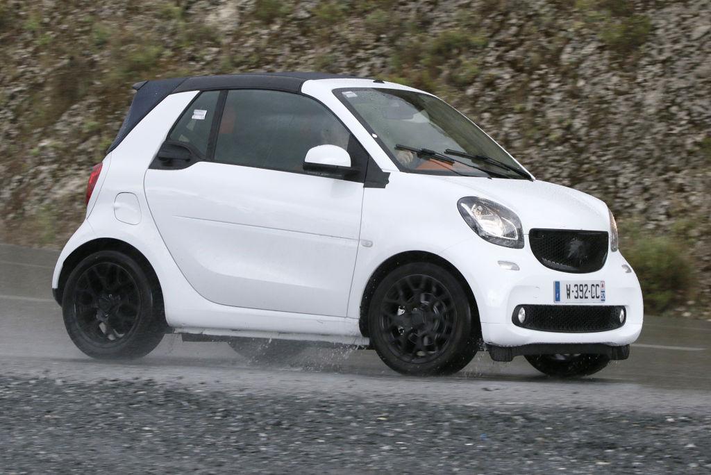 Erwischt: Erlkönig Smart ForTwo Cabrio - Spazierfahrt im Regen