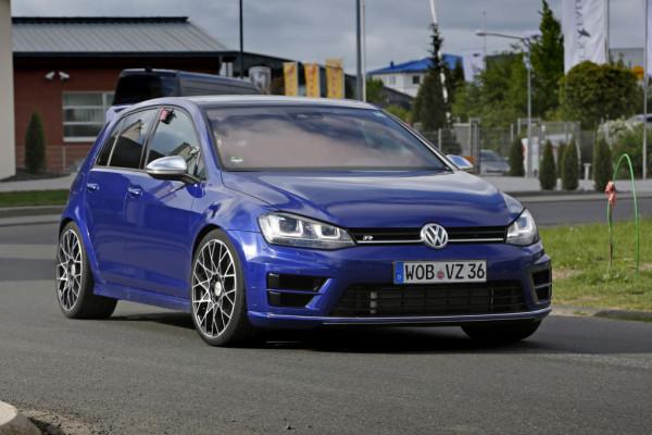 Erwischt: Erlkönig VW Golf R400 – Jetzt wird's schnell
