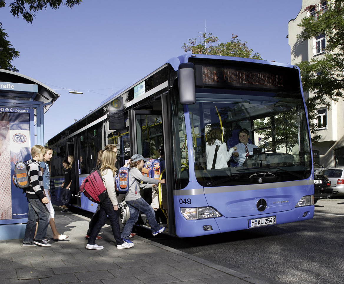 Kindersicherung im Reisebus