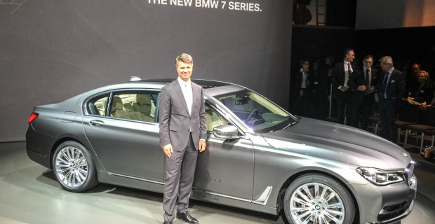 """""""BMW CEO Harald Krüger bei seiner ersten Produktposition."""""""