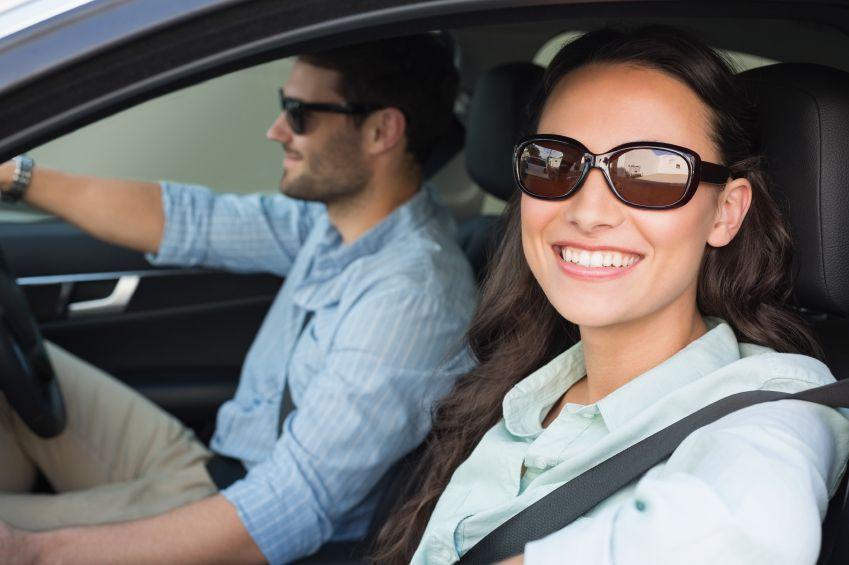 Der richtige Sonnenschutz beim Autofahren