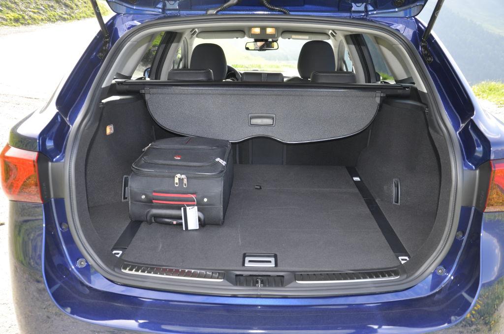 In den Kofferraum passen 543 l - 1.609 Liter. Unter dem doppelten Boden verstecken sich zusätzlich Staufächer für Kleinkram.
