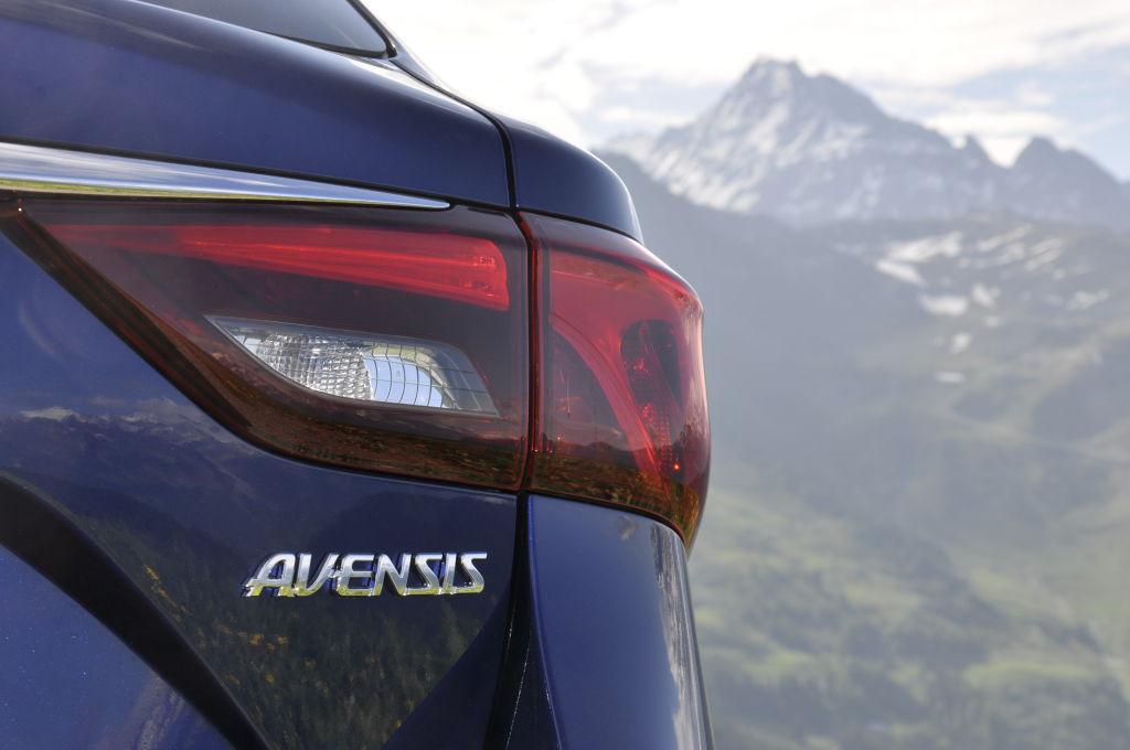 Erfreulich: der Preis bleibt in fast allen Ausstattungen gleich. Nur das Topniveau legt leicht zu. So bewegt sich der Avensis zwischen 23.640 und 32.590 Euro.