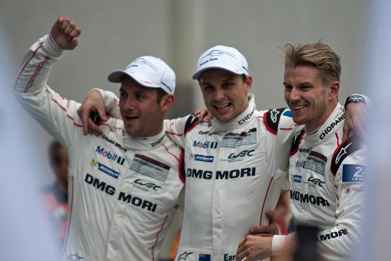 Le Mans 2015: Zwei Porsche ganz vorn