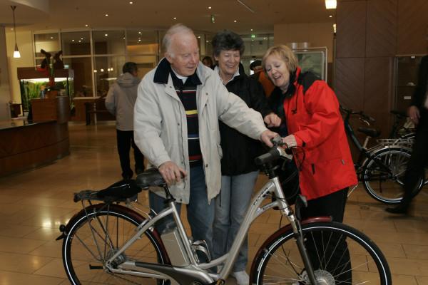 E-Bikes: Senioren fahren gefährlich