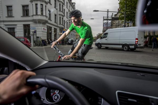 Kopfarbeit: So klappt es mit dem Fahrradhelm