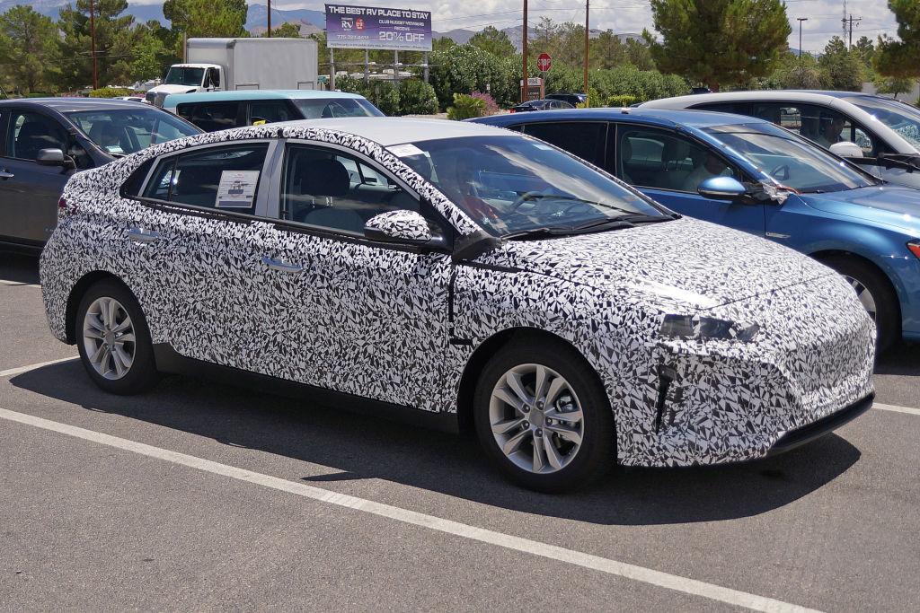 Näher am direkten Konkurrenten Prius war noch keiner, zumindest vom Design.