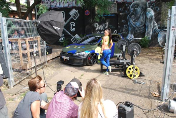 Miss Tuning Liane Günter vor der Kamera