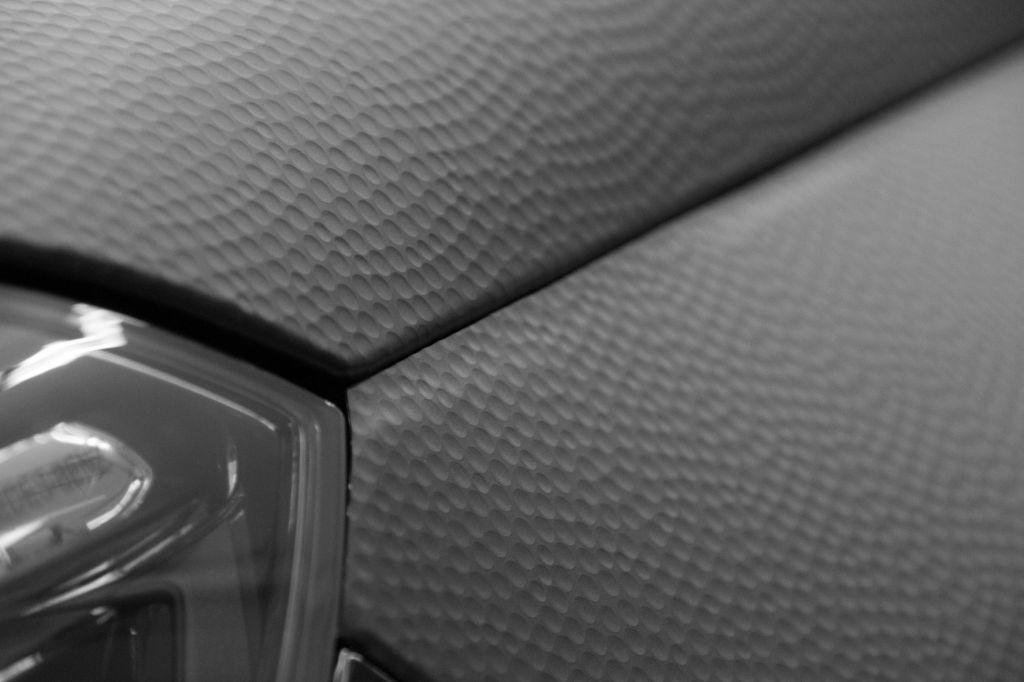 Folierung eines Mercedes E-Klasse in Performance Folie schwarz 33