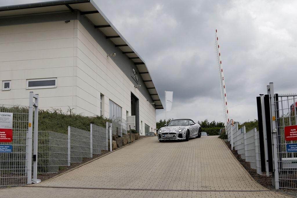 Der Jaguar F-Type wurde 2012 in der Cabrio-Version vorgestellt, das Coupé folgte 2013, die Markteinführung Mitte 2014.