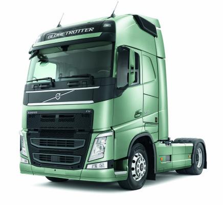 """Volvo bringt den Schwerlast-Lkw FH als Limited Edition """"Triple-Sieger"""" heraus. Die Ausstattung berücksichtigt die Wünsche von 50 jungen Testfahrern, die im Rahmen des """"Young Professionals Truck Awards 2015"""" den FH in allen drei ausgeblobten Kategorien zum Sieger gekürt haben."""