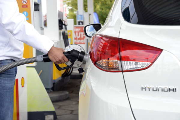 Ist die nächste Tankstelle für alternative Kraftstoffe weit weg, schwindet oft der Elan der Käufer. Die Infrastruktur bleibt ein großes Thema - auch und gerade beim Wasserstoff.