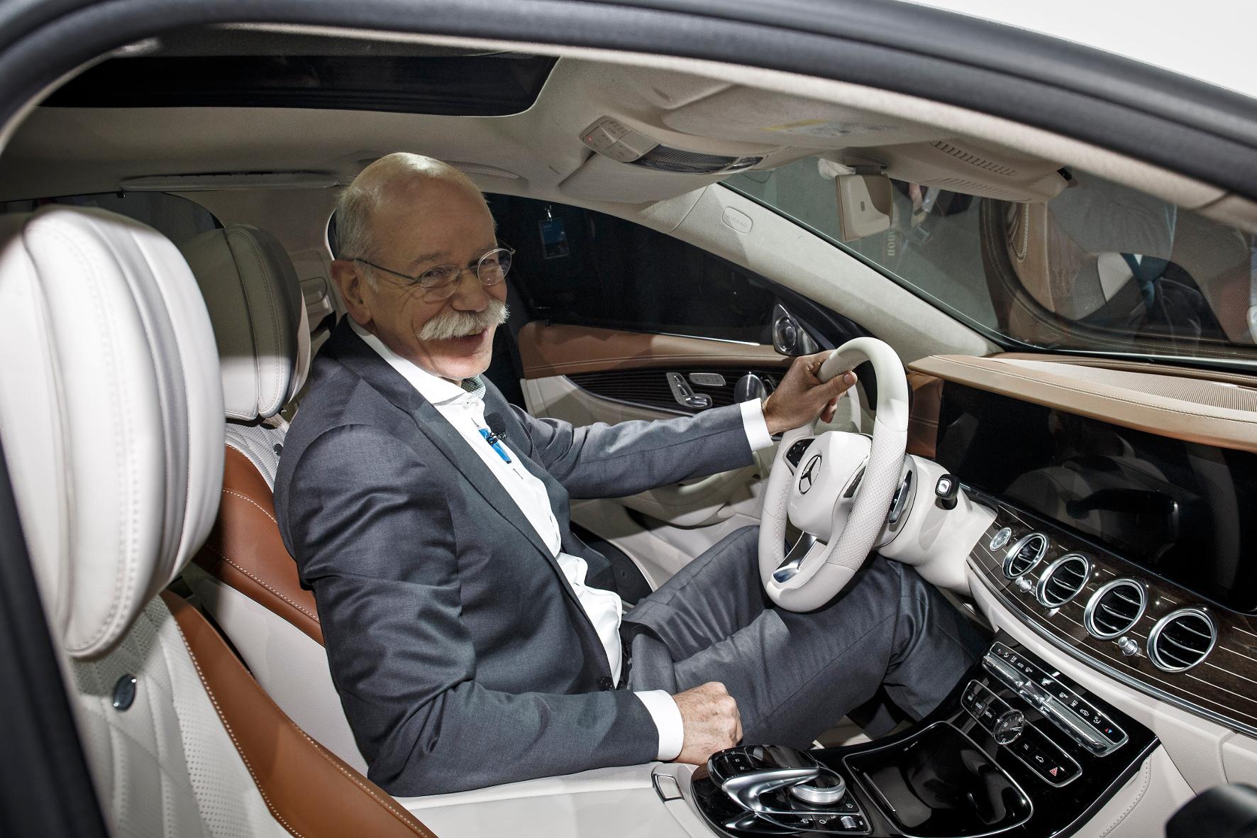 Klare Ansage: Daimler will auf dem Weg zu immer intelligenteren Fahrzeugen eine Führungsrolle übernehmen. Ein Stück Zukunft ist laut Daimler-Chef Dieter Zetsche bereits die neue E-Klasse.