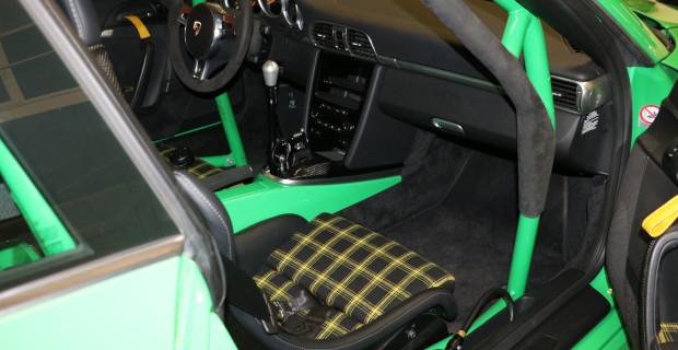 Abspecken auch im Innenraum: Durch den Ausbau von Bauteilen wie dem Navigationssystem sinkt das Fahrzeuggewicht nochmals um 20 Kilogramm.