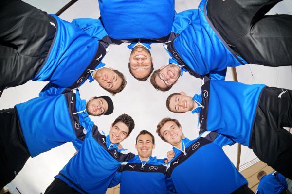 Das Team steht: Mit acht Piloten geht Daimler 2016 in der DTM an den Start.