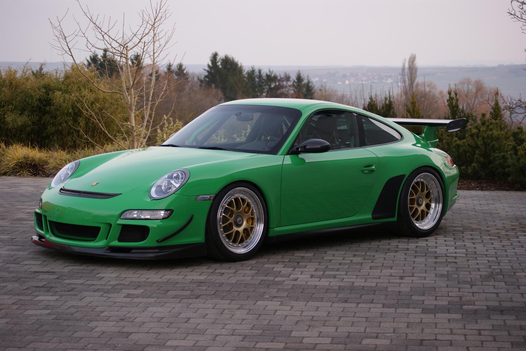 Nachhilfe für einen Vorzeige-Sportler: Kaege verpasst dem Porsche 911 GT3 RS (997) eine Leistungskur und erleichtert das Fahrzeug zudem um 50 Kilogramm. Dazu gibt es spezielle BBS-Rennsportfelgen.