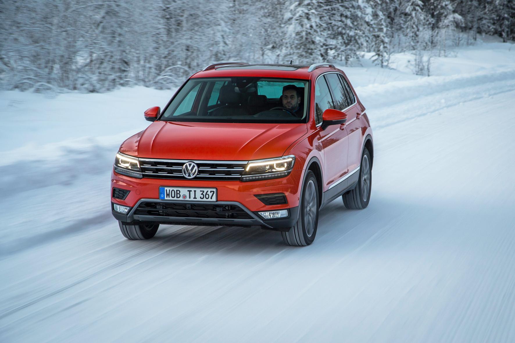 Das Allrad-System des Tiguan hat VW um die 4Motion Active Control erweitert. Die funktioniert bei der ersten Ausfahrt im idyllisch verschneiten Schweden sehr gut.