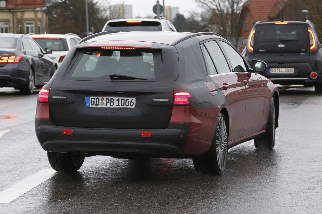 Kaum getarnt: Mercedes-Benz E-Klasse T-Modell S 213