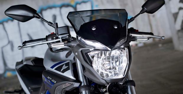 Ein charakteristisches Merkmal der MT-Familie ist der aggressiv aussehende Scheinwerfer mit darüber angeordneter LED-Tagfahrlichtleiste.