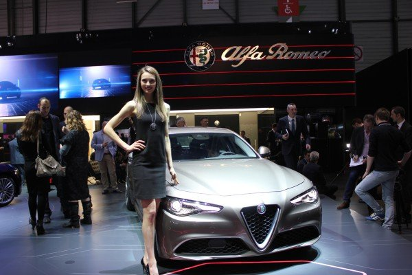 Die neue Alfa Romeo Giulia ist ab Mitte April 2016 zum Preis ab etwa 32.000 Euro bestellbar.