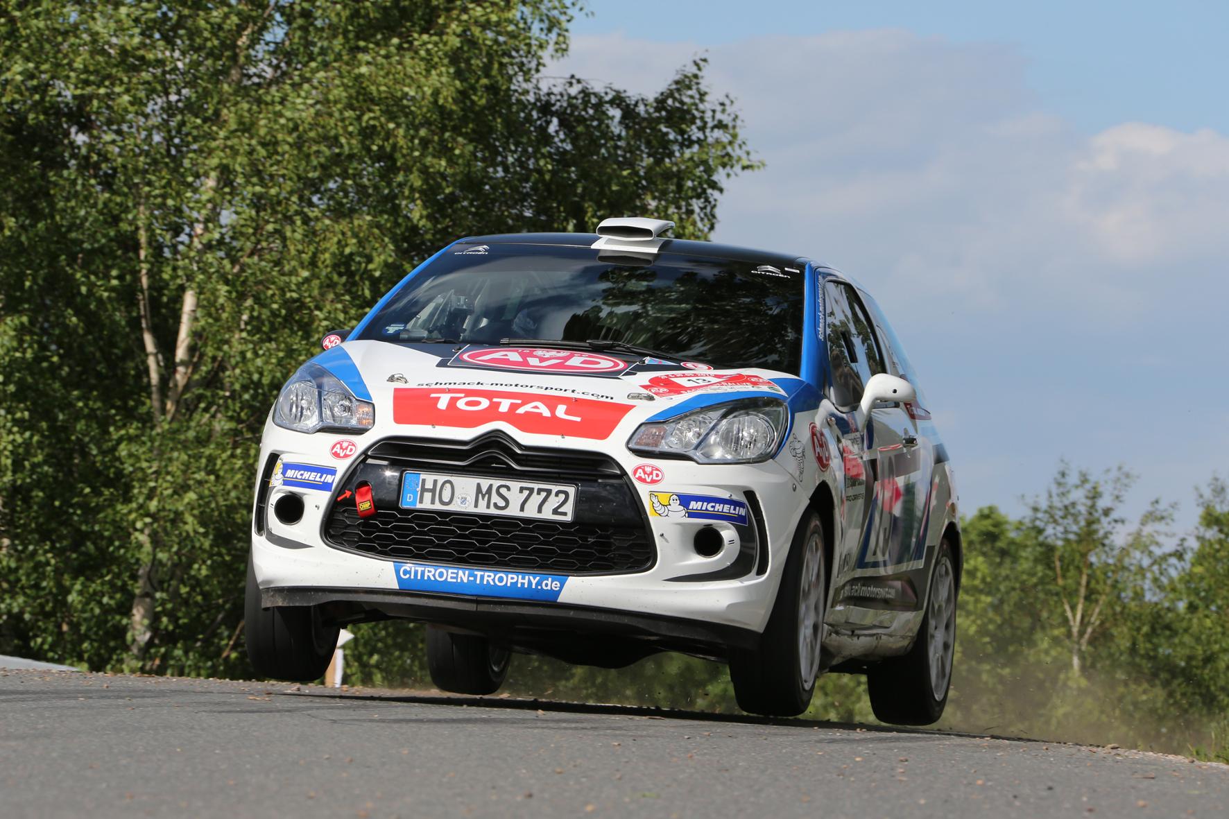 Citroen schickt im Rahmen des Marken-Pokals Racing Trophy 16 Teams und 32 Fahrer in die sechs Läufe zur Deutschen Rallye-Meisterschaft.