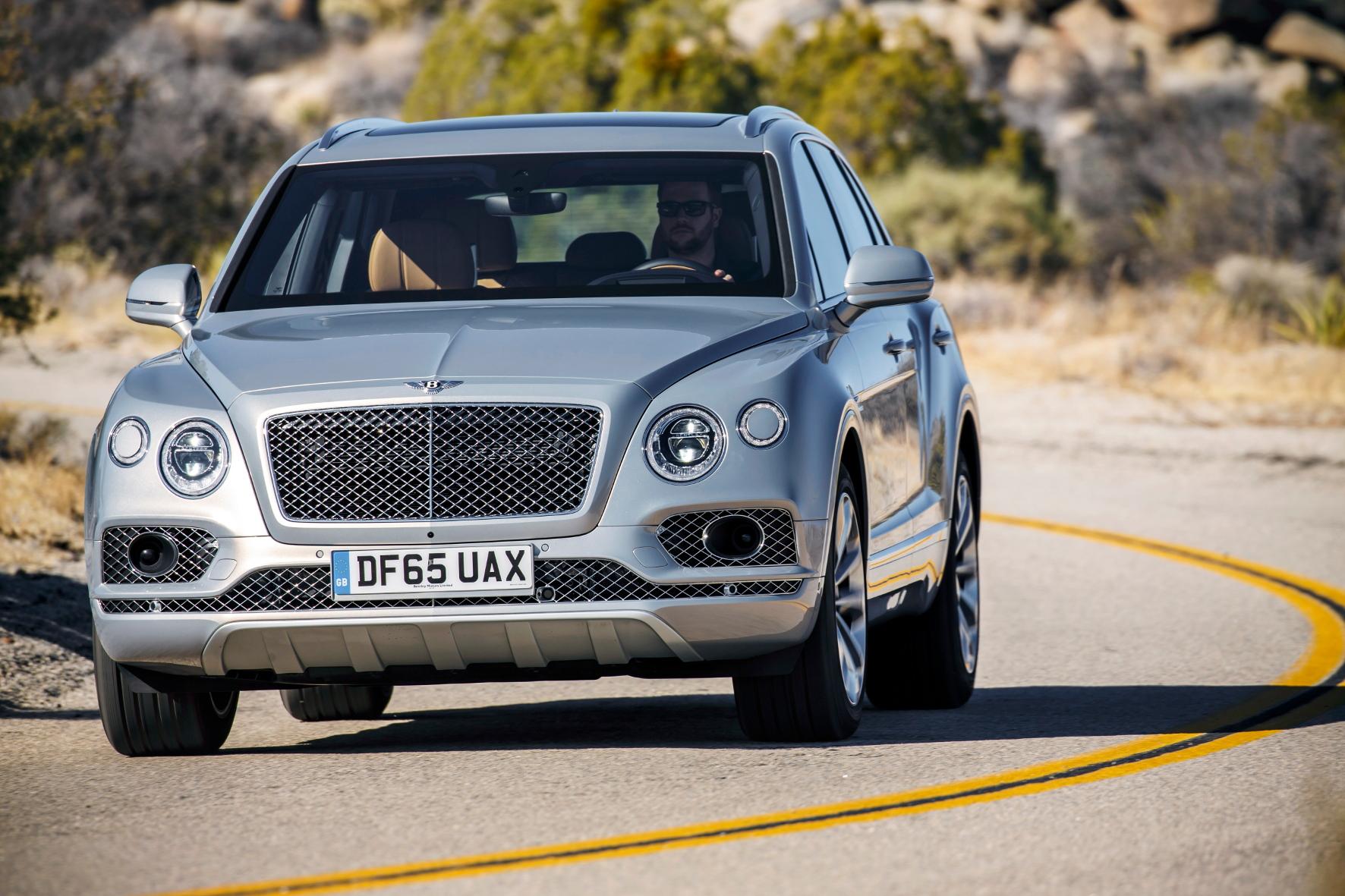 Sportwagen-Werte: Der Bentley Bentayga sprintet in 4,1 Sekunden auf Tempo 100 und erreicht 301 km/h Spitze.