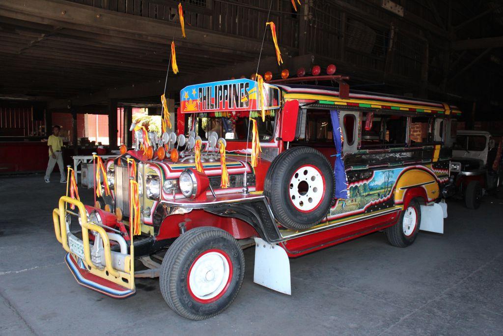 Zu Besuch im Jeepney-Land: Neuer Jeepney im vollen Dekor