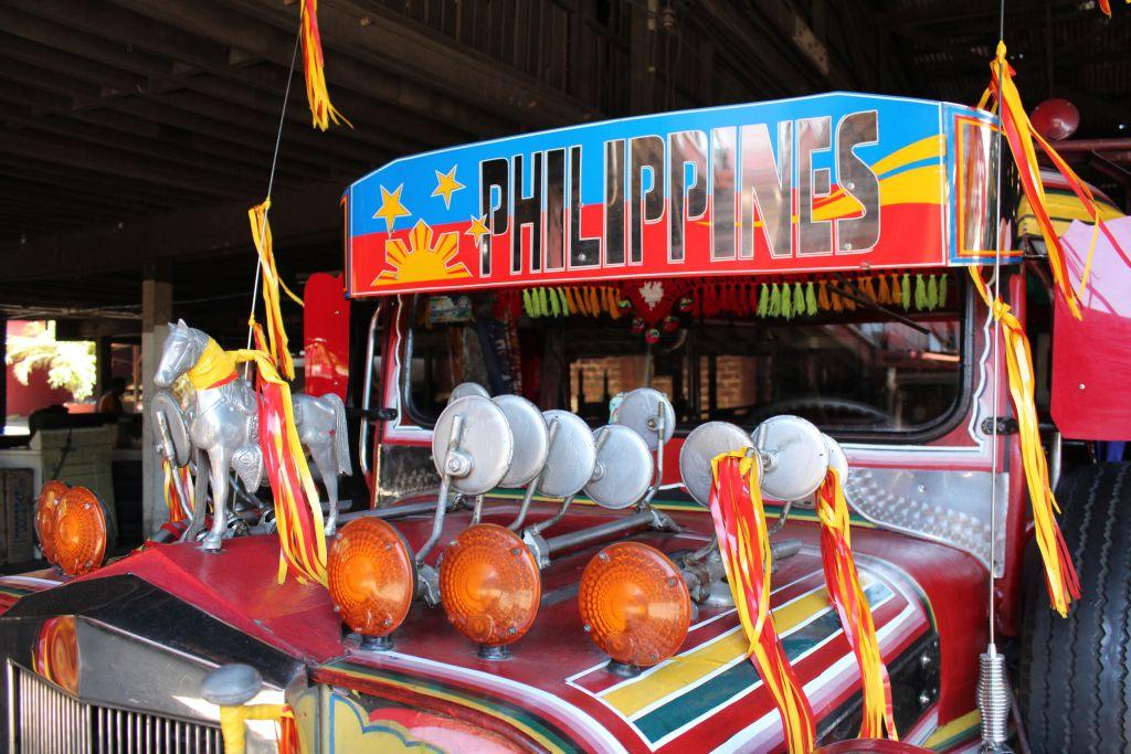 Zu Besuch im Jeepney-Land: Der Kreativität bei der Verzierungder Jeepneys sind keine Grenzen gesetzt