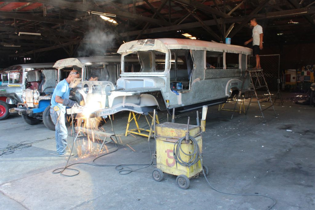 Zu Besuch im Jeepney-Land: Rahmen und Karosserie eines neuen Jeepney