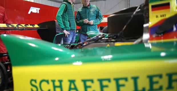 Schaeffler-Technikvorstand Prof. Peter Gutzmer (r.) und Dr. Simon Opel
