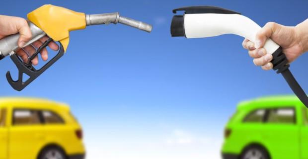 Auch beim Tarif für die Kfz-Versicherung gibt es beträchtliche Unterschiede zwischen E-Fahrzeugen und solchen mit Verbrennungsmotoren
