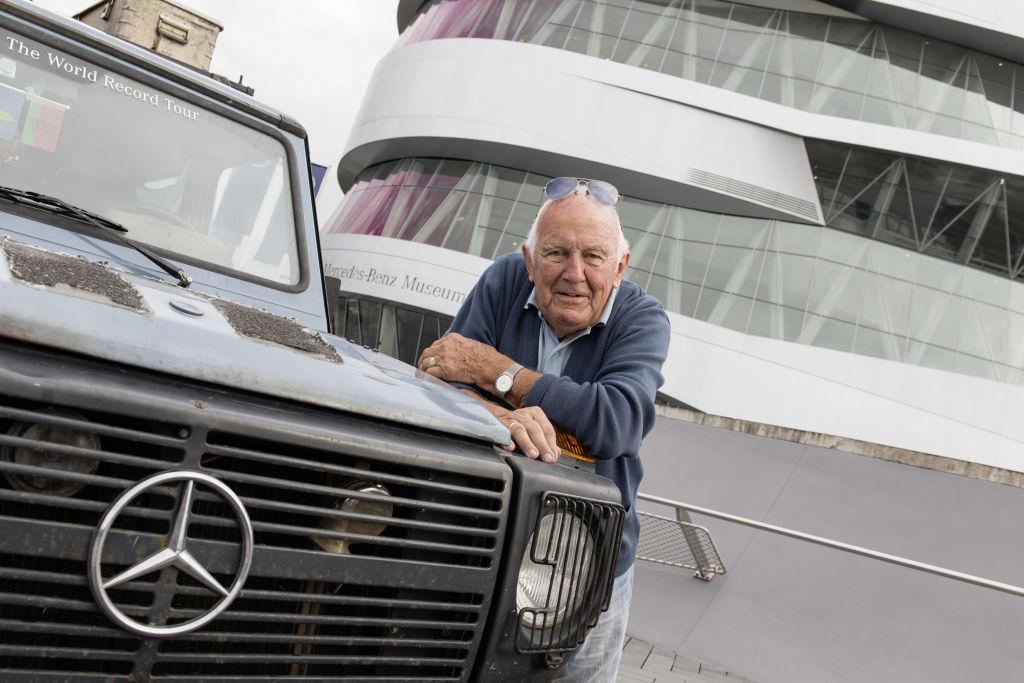 """""""Otto"""" und Gunther Holtorf vor dem Mercedes-Benz-Museum (2014)"""