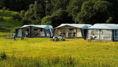 Wer die richtigen Orte für einen gepflegten Camping-Urlaub kennt, kann sich auf schöne Tage im Sommer freuen. Aber gerade diese Urlaubsform bedarf einer genauen Planung
