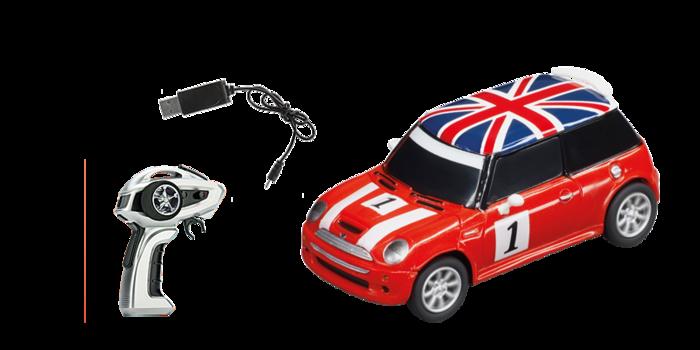 Dieser Mini im Maßstab 1:43, dem kleinsten in der Carrera RC Geschichte, sorgt für maximalen Fahrspaß: Im flotten British Racing Design gibt er 20 Minuten lang mit bis zu 15 km/h Vollgas. Der fahrfreudige Kraftzwerg ist in nur 40 Minuten wieder aufgeladen und sofort bereit zum Losjagen – dank Ready to Run-Package. Dieser detailgetreue Carrera Mini Cooper entführt auch Einsteiger in die Welt röhrender Motoren, kreischender Bremsen und jubelnder Fans!