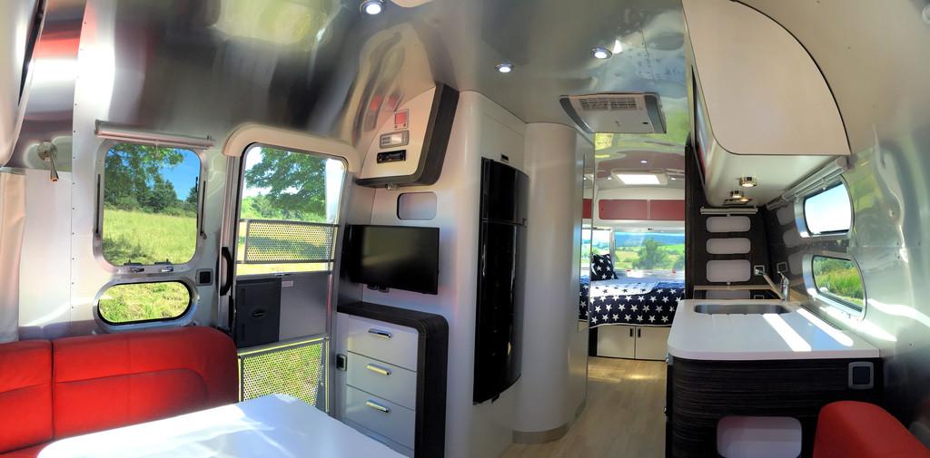 """Airstream 684 """"Best of 10 Years"""""""
