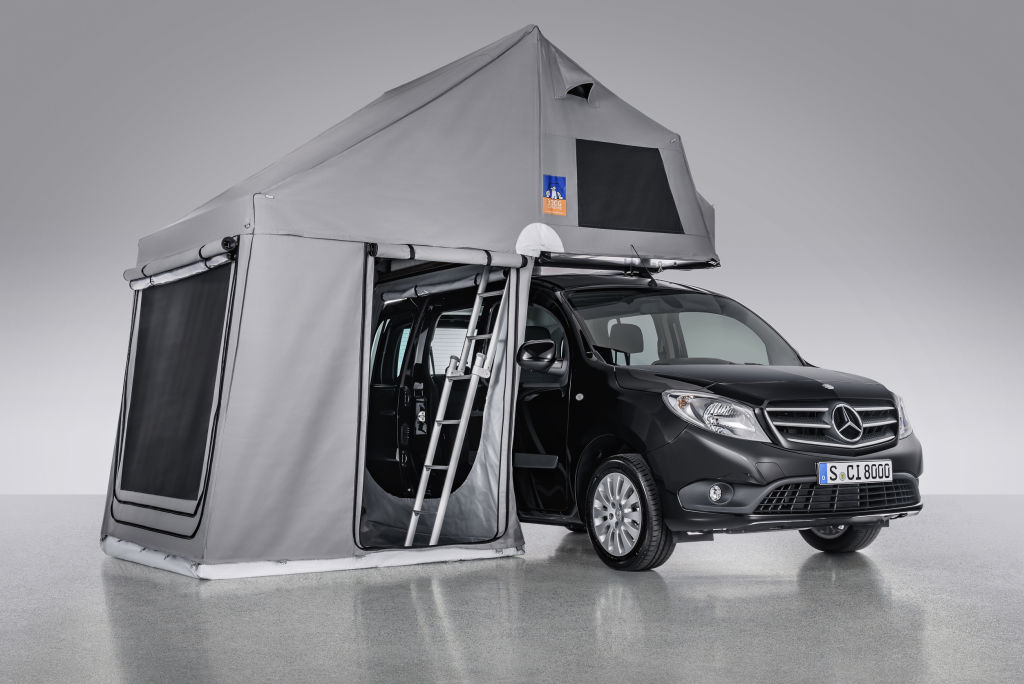 TopDog Dachzelt von 3DOG camping auf Mercedes-Benz Citan Basis– Exterieur, aufgestelltes Dachzelt ; TopDog rooftop tent from 3DOG camping on Mercedes-Benz Citan base – Exterior, pop-up roof;