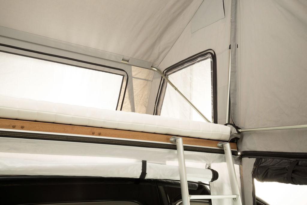 TopDog Dachzelt von 3DOG camping auf Mercedes-Benz Citan Basis - Interieur ; TopDog rooftop tent from 3DOG camping on Mercedes-Benz Citan base - Interior;