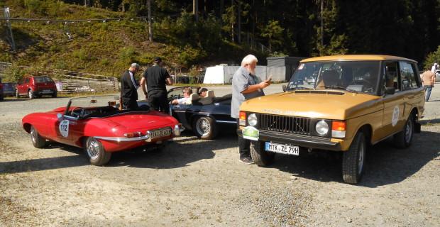 Briten-Trio: Der Range Rover neben einem E-Type Roadster und einem Zwölfzylinder XJ-S.