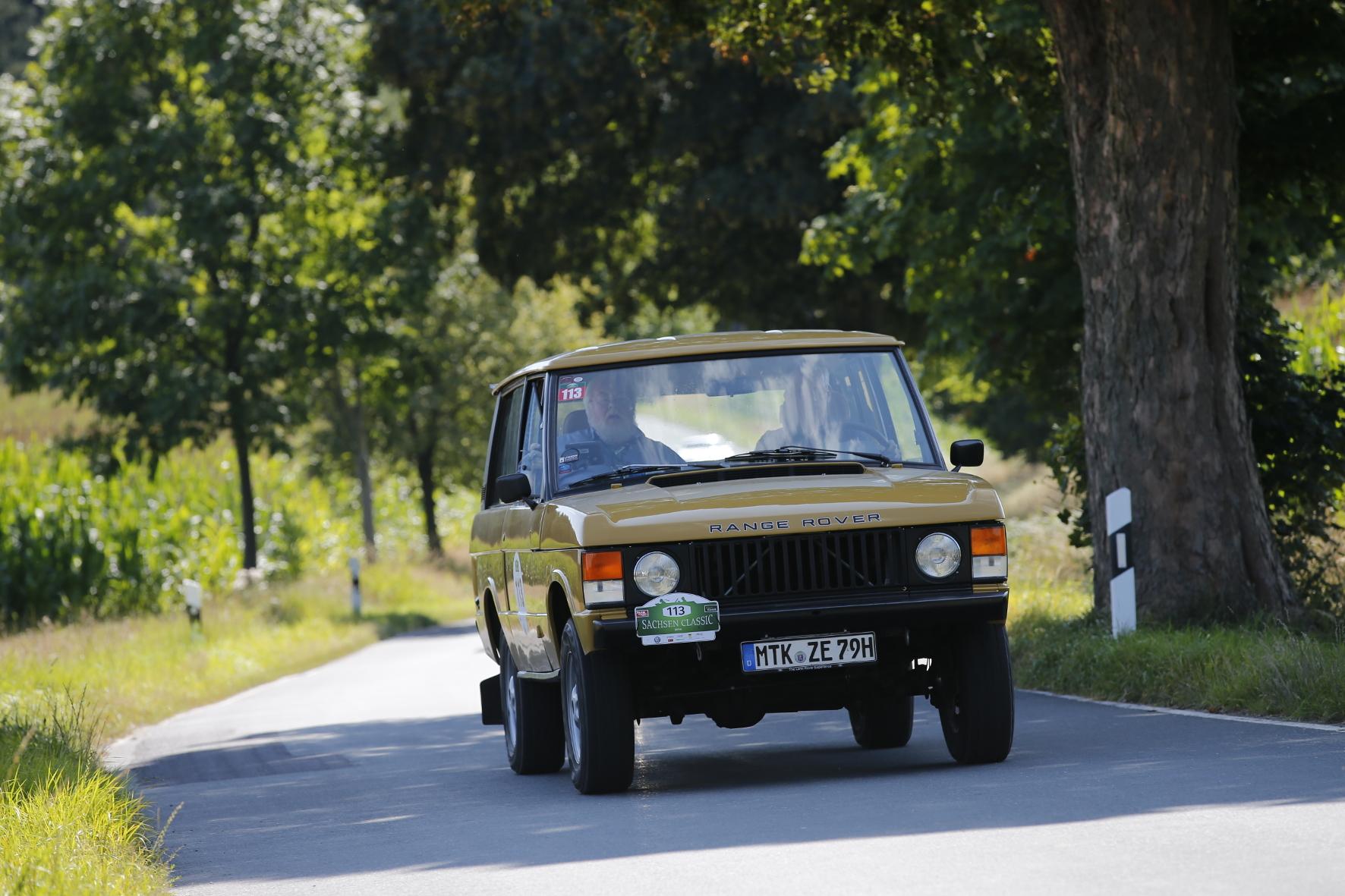 SUV-Urahn: Der Range Rover galt und gilt als ebenso geländetauglich wie stilistisch gelungen.