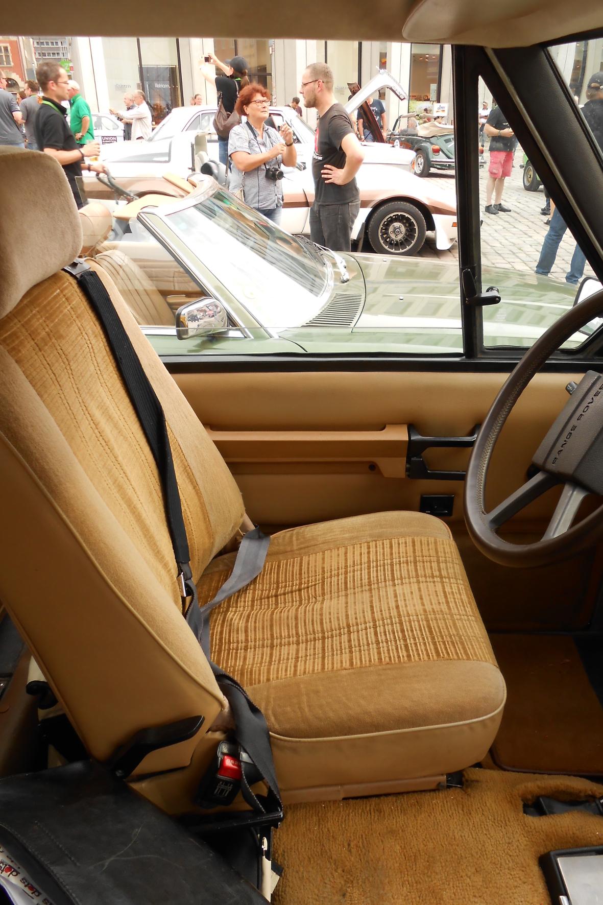 Von Automatik keine Spur: In den achtziger Jahren gab es selbst in der Luxusklasse nur statische Dreipunktgurte.