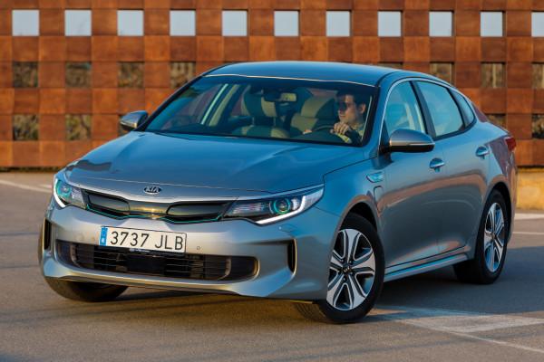 Marktstart für den ersten Kia mit Plug-in-Hybridantrieb: Der Optima Plug-in-Hybrid kommt Ende September zum Preis ab 40.490 Euro auf den Markt.